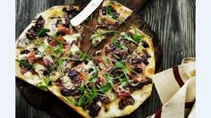 Pizza med grillede grøntsager fra Moderne Mamma http://fri.tv2.dk/mad-og-opskrifter/2014-07-01-pizza-med-grillede-gr%C3%B8ntsager