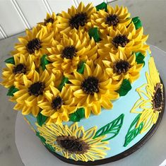 It's a cloudy day here in Ohio, so here is a Sunflower cake to brighten up the day! It's a cloudy day here in Ohio, so here is a Sunflower cake to brighten up the day! Sunflower Cupcakes, Sunflower Party, Sunflower Cake Ideas, Buttercream Decorating, Cake Decorating, Fondant Bee, Sunflower Birthday Parties, White Flower Cake Shoppe, Bolos Naked Cake