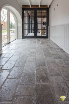 burgundian french valley floor in lochem burgundian french valley floor - The world's most private search engine Limestone Paving, Limestone Flooring, Natural Stone Flooring, Tile Flooring, Patio Tiles, Outdoor Tiles, Outdoor Flooring, Outdoor Stone, Rustic French