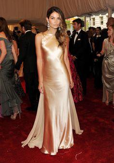 "Lily Aldridge Photos: ""Alexander McQueen: Savage Beauty"" Costume Institute Gala At The Metropolitan Museum Of Art - Arrivals"