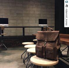 #Repost @ridenroll_korea with @repostapp. ・・・ Evolution of Goods, @kjoreproject  Leather Survey Backpack.  #kjore #kjøre #kjøreproject #kjoreproject #italian #italianleather #leather #evolutionofgoods #denim #italy #vintage #madeinitaly #leathergoods #ridenroll #ridenroll_korea #현대카드언더스테이지 #현대카드뮤직라이브러리 #라이드앤롤
