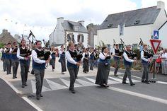 Beuzec-Cap-Sizun - Fête des Bruyères - the procession - Bagad Penhars | Flickr - Photo Sharing!