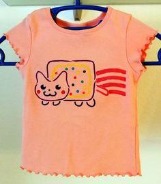 Das coole Kurz-arm Mädchen T-Shirt ist aus Baumwolle. Das einfarbige, gerade, locker geschnittene Shirt für Mädchen ist mit schönem Motiv bedruckt. Mit kurz
