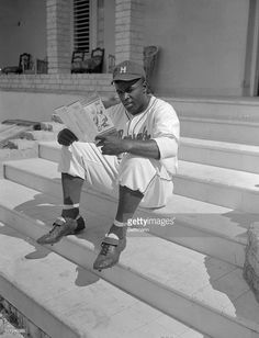 """Jackie Robinson, at spring training w/ the Los Angeles Dodgers in Havana, 1947 #MLBinCuba"" https://twitter.com/hashtag/MLBinCuba?src=tren Getty Images Sport"