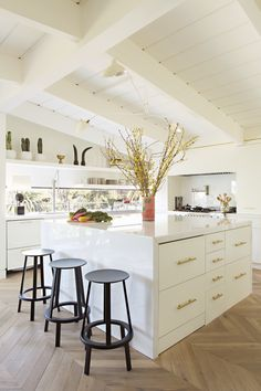 """""""I was brought to tears,"""" the client recalls upon seeing decorator Kelly Hinchman's final design"""