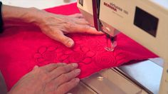 This video is about free motion machin quilting Free Motion Quilting, Tutorials, Quilts, Sewing, Needlework, Quilt Sets, Sew, Log Cabin Quilts, Lap Quilts