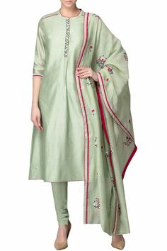 Ideas Ideas woman silk bomber jacket - Woman Jackets and Blazers Indian Suits, Indian Attire, Indian Wear, Punjabi Suits, Salwar Suits, Pakistani Dress Design, Pakistani Dresses, Suits For Women, Jackets For Women