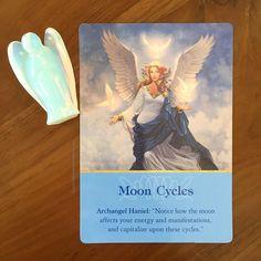 """Dicas em relação à lua cheia e nova para você!  Ciclos da Lua  Olhe para a lua e perceba como você se sente em suas diferentes fases. Você vai perceber que ela tem influência em você assim como ela influencia as marés os nascimentos (eu que já trabalhei em hospital no setor do centro cirúrgico sei bem disso)...e isso é muito natural afinal mais de 70% de seu corpo é feito de água.  Você pode usar esta energia """"mágica"""" a seu favor sabendo por exemplo que durante a LUA CHEIA a hora é perfeita…"""