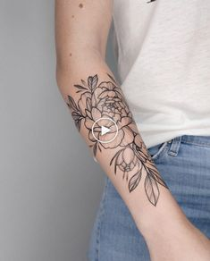 The way the leaves flutter down – floral tattoo sleeve Floral Thigh Tattoos, Small Forearm Tattoos, Small Flower Tattoos, Girly Tattoos, Cute Tattoos, Small Tattoos, Tattoo Forearm, Flower Outline Tattoo, Abdomen Tattoo