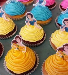 cupcakes baka barn kalas bakelse inspiration tips ide prinsessa Disney (I think it works best with Belle as it resembles the dress she had in the movie)