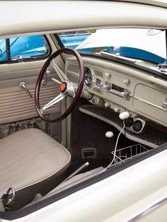 Classy 67 Beetle sedan - dash upgrades, USB plug in, tray and cup holder basket Volkswagen Karmann Ghia, Auto Volkswagen, Vw T1, Vw Super Beetle, Van Vw, Kdf Wagen, Vw Classic, Beetle Convertible, Combi Vw
