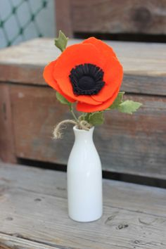 Simple Felt Poppy Bouquet by TheFeltFlorist on Etsy Felt Roses, Felt Flowers, Fabric Flowers, Ribbon Flower Tutorial, Bow Tutorial, Felt Crafts, Diy And Crafts, Poppy Bouquet, Candle Making Business