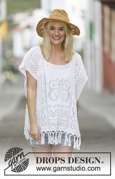 "Knitted DROPS poncho with lace pattern and fringes in ""Cotton Light"". Size: S - XXXL. ~ DROPS Design"