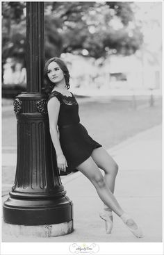 Senior picture ideas for girls, grad pictures, senior sessions, senior, ballerina, senior dancer, Tampa Senior Photographer |© Ailyn La Torre Photography 2014