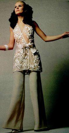 1969 House of Dior Biba Fashion, Retro Fashion, Vintage Fashion, Fasion, Vintage Dior, Vintage Couture, Vintage Beauty, Vintage Style Outfits, Vintage Dresses