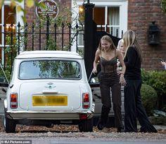 Lila Grace Moss, Lila Moss, Notting Hill, Gossip Girl, White Mini Cooper, Short Leather Jacket, Moss Fashion, Kate Moss Style, London Summer