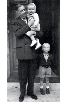 British Comedy Movies, Roman Photo, Kids Health, Children Health, Paris Match, Zoro, Portrait, World War Ii, Cinema