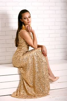 Photoshoot in gold dress by BROCCOLI photography Gold Dress, Photoshoot Ideas, Broccoli, Photography, Dresses, Gold Gown, Vestidos, Fotografie, Photography Business