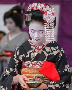 Baikasai 2017: first-year maiko Ichiaya with plum blossom kanzashi by  aki.rooty on Instagram