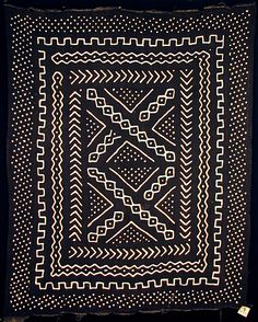 i like most fabric/jewelry from mali. it's different from the rest of west africa too! this is bogolanfini mudcloth from mali, west africa Textile Patterns, Textile Design, Print Patterns, Floral Patterns, African Textiles, African Fabric, African Patterns, La Main Au Collet, Afrique Art