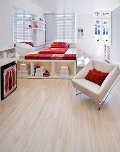 fotos de apartamento pequeno com piso laminado claro