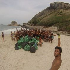 Missão praia limpa @amigosdoperigosoong e @trilhandoguaratiba. #quemamacuida '' Pensar no Futuro e agir no agora '' by trilhandoguaratiba