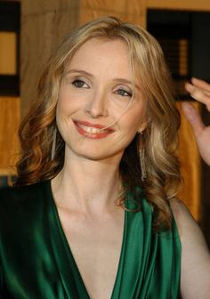 Julie Delpy - great makeup for a more casual evening affair Julie Delpy, French Actress, Independent Films, Beautiful Actresses, Sexy Women, Celebrities, Affair, Pretty, People