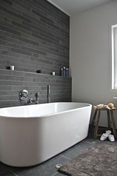 badezimmer gestalten akzentwand mit fliesen bathroom style accent wall with tiles Grey Slate Bathroom, Grey Bathrooms, Bathroom Black, Bathroom Tile Designs, Bathroom Interior Design, Bathroom Ideas, Bathroom Niche, Shower Designs, Bathroom Remodeling