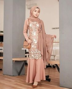 Dress Hijab Long Muslim Ideas For 2019 Dress Brukat, Kebaya Dress, Dress Pesta, Dress Outfits, Kebaya Hijab, Dress Brokat Muslim, Dress Brokat Modern, Muslim Dress, Kebaya Muslim