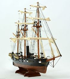 CSS Alabama and famous commerce raider model Model Sailing Ships, Model Ships, Model Ship Building, Boat Building, Uss Kearsarge, Southern Heritage, Wooden Ship, Submarines, Boat Plans
