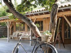 Inspirée des cabanes ostréicoles, cette maison en bois a tenu un rôle Terrasse
