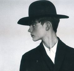Shirt with zip instead of placket Ranch, Pilgrim, Handsome Boys, Hats For Men, Dress Me Up, Editorial Photography, Boy Outfits, Editorial Fashion, Shirt Style