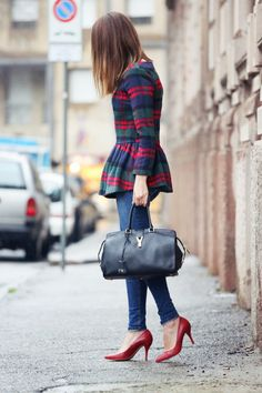 playing with proportions - #peplum top, skinny jeans, heels + a structured, oversized bag