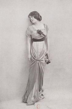 robe de jeune fille 1913 | Les Modes (Paris) January 1913 robe de jeune fille par Worth