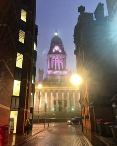 It's been a positively grotty #weather day in #Leeds today but here's a nice evening view of Leeds Town Hall from Park Cross #Street. #dusk #lights #architecture #urban #city #England #Yorkshire #IgersLeeds #LeedsBid #Leeds2023 #loveleeds #visitleeds #travel #tourism #tourist #leisure #life