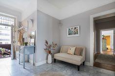 #styling #homestyling #hallway #hall Styling av stor nyrenoverad våning på Sibyllegatan | Move2