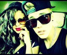 Selena Gomez and Justin Bieber pose for Instagram, so are they together again?