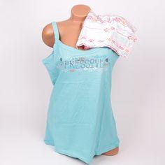 Пижама от памук в макси размери. Пижамата е в синьо и бяло, като потника е син а панталонките са с бяла основа и нежни орнаменти.