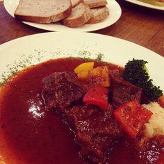 Lunch with my colleague at German restaurant in Goethe-Institut. #lunch #german #Deutsche #Küche #akasaka #aoyama #tokyo #japan #ランチ #ドイツ料理 #ドイツ文化センター #赤坂 #青山一丁目 #Goetheinstitut