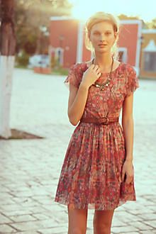 Love this dress - flowy and flowery. Too bad that colour doesn't look nice on my skin tone.