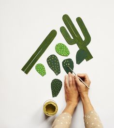Make your own cactus! Past CreativeMornings/Melbourne speaker Beci Orpin found that she was have trouble keeping her succulents, well, succulent—so developed a DIY for creating a plant that never. Diy For Kids, Crafts For Kids, Diy Paper, Paper Crafts, Carton Diy, Handmade Crafts, Diy Crafts, Diy Karton, Cactus Painting
