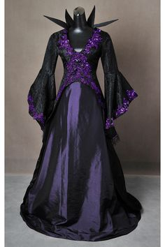 Once Upon a Time Inspired Maleficent Adult Cosplay Costume Gown Dress von AddictedToMagic auf Etsy https://www.etsy.com/de/listing/252278328/once-upon-a-time-inspired-maleficent