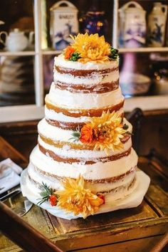cool Pièce montée 2017 - Idée de gâteau de mariage rustique - gâteau de mariage semi-nu avec des fleurs jaunes ...