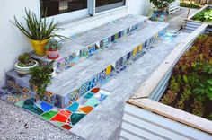 Mosaic tiles diy - 33 excellent diy mosaic ideas to make for your garden – Mosaic tiles diy Mosaic Planters, Mosaic Vase, Pebble Mosaic, Mosaic Tiles, Garden Mosaics, Mosaic Backsplash, Easy Mosaic, Mirror Mosaic, Diy Tuiles
