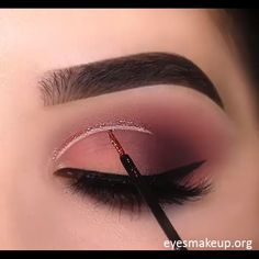 the beauty of the eye is enhanced with this magical eye make up Makeup Tricks, Eye Makeup Tips, Eyebrow Makeup, Makeup Goals, Skin Makeup, Makeup Inspo, Eyeshadow Makeup, Makeup Inspiration, Beauty Makeup