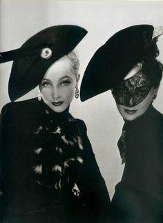 Muth et Lyla Zelensky pour Schiaparelli, 1938 by Blumenfeld.