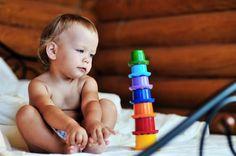 25 jeux d'éveil pour les petits, sélectionnés par un papa : http://www.je-suis-papa.com/top-25-jeux-deveil-pour-les-bebes/