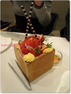 Dazzling Cafe's 就愛草莓蜜糖吐司