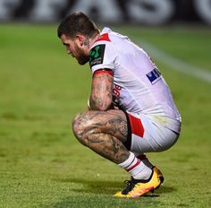 Footy Players: Josh Dugan of the Dragons 80s Men's Fashion Trends, Black 80s Fashion, 80s Fashion Men, Bad Fashion, Indie Fashion, Fashion Sale, Fashion Outlet, Paris Fashion, Fashion Fashion