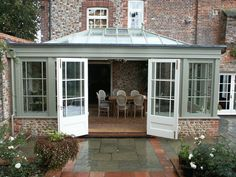 We look back at the origins and inspirations of the modern day glass extension. From early conservatory design to the contemporary 'glass box' extension. Orangery Extension Kitchen, Orangerie Extension, Kitchen Orangery, Cottage Extension, Conservatory Extension, House Extension Design, Glass Extension, Kitchen Extension French Doors, Garden Room Extensions